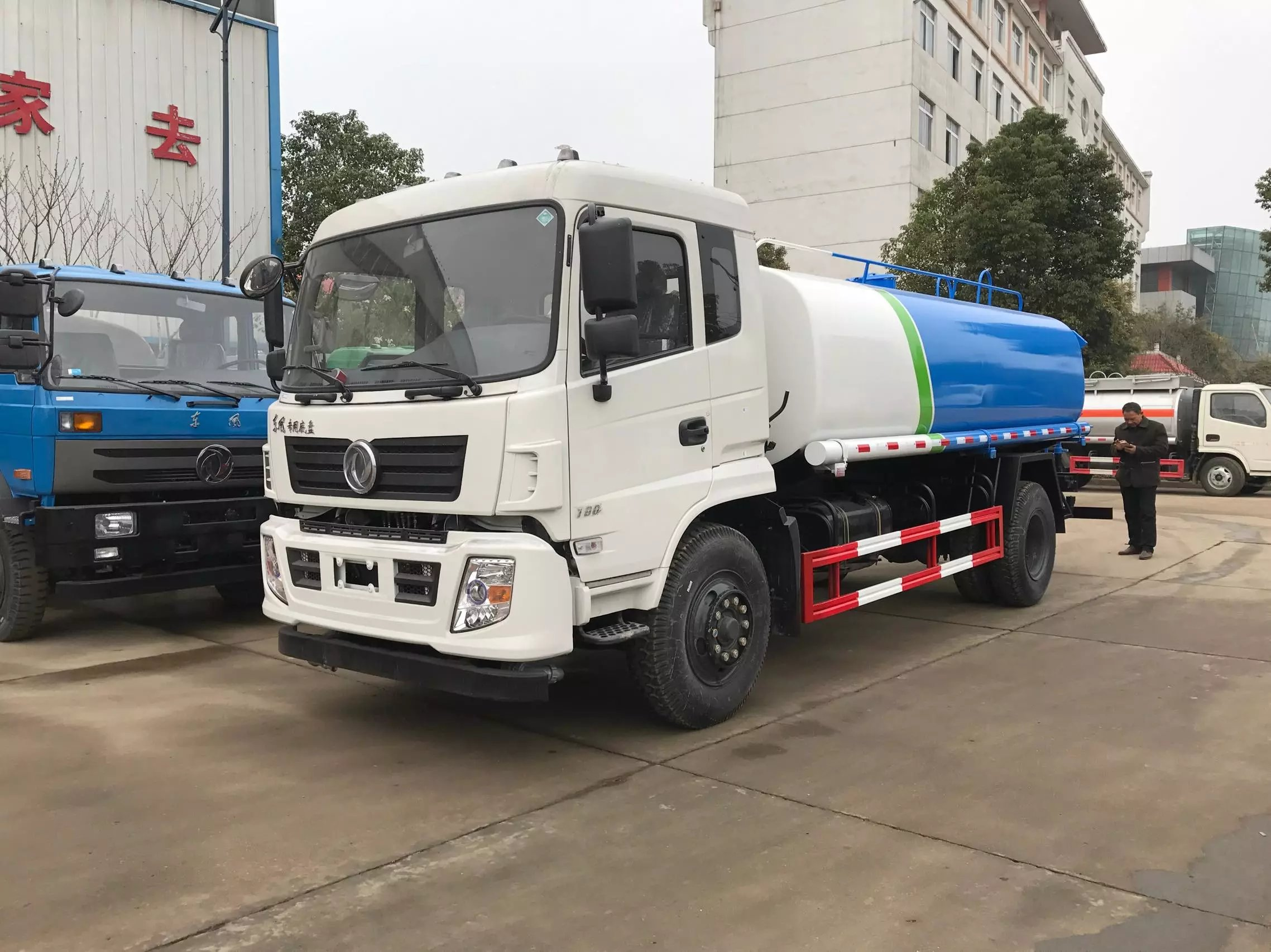 12方(吨)东风145新款洒水车(国五)