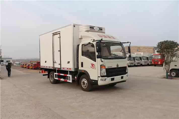 重汽豪沃4米2冷藏车