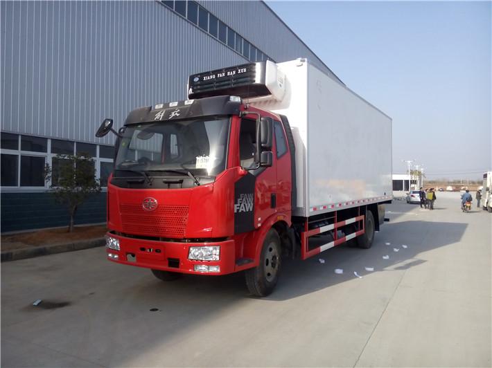 解放J6冷藏车(6米8)