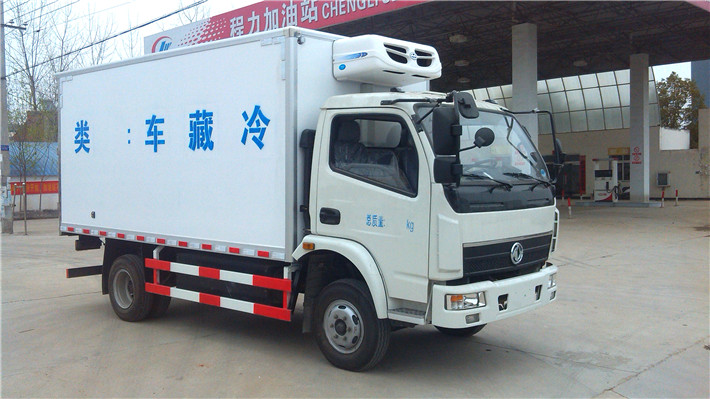 东风多利卡燃气冷藏车(4米2)